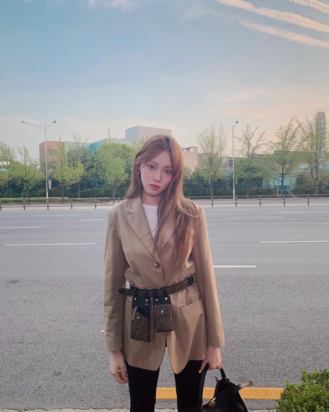 túi bao tử phong cách retro 90 vintage áo blazer quần jeans lee sung kyung