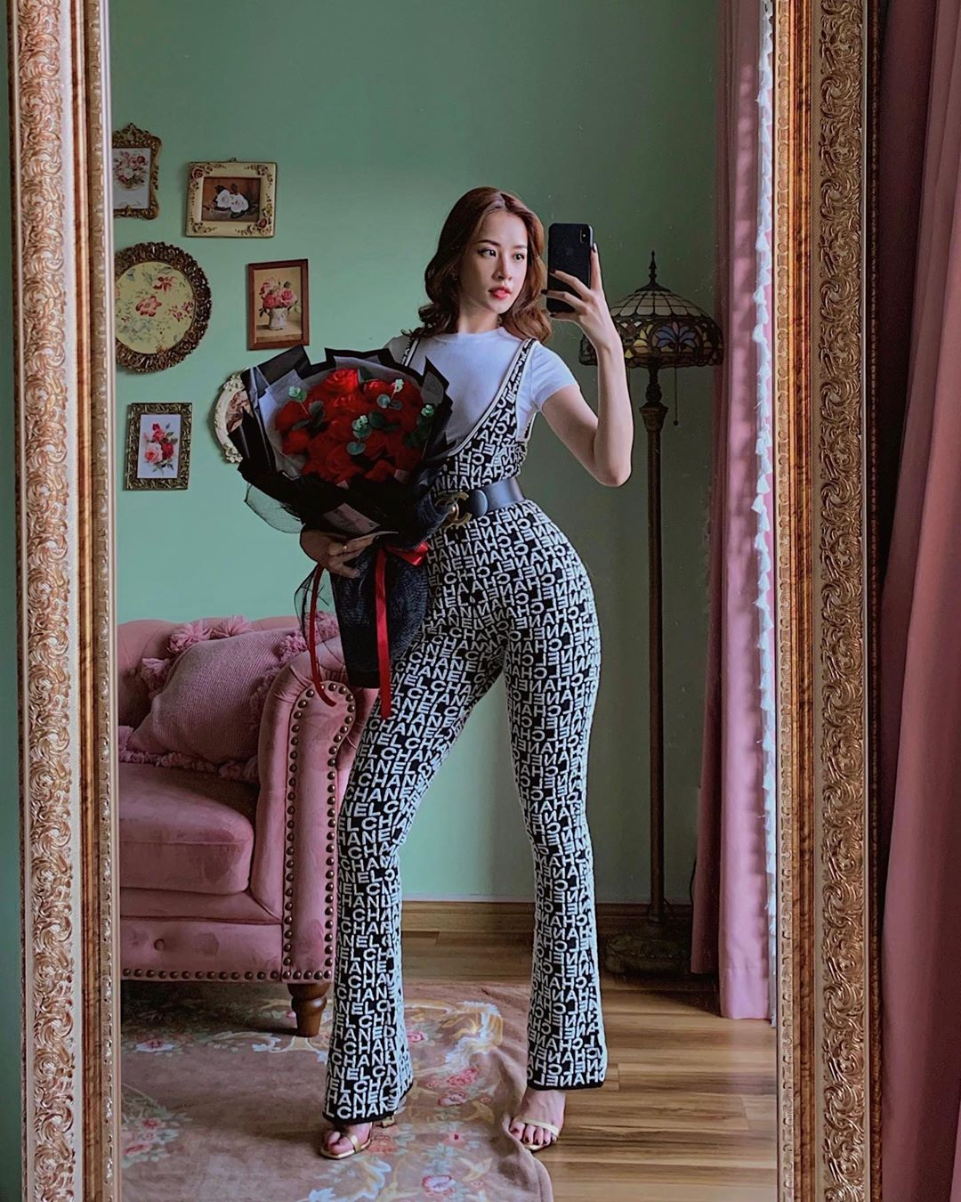 Chi Pu mặc jumpsuit ống loe Chanel