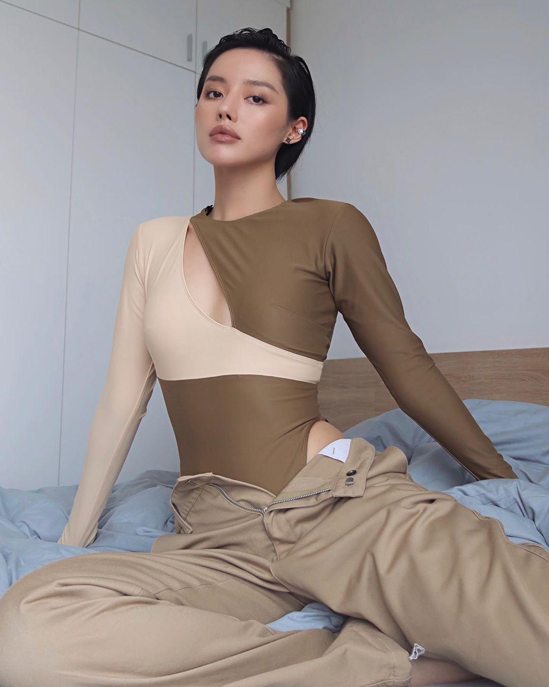 Khánh Linh mặc bodysuit màu nude