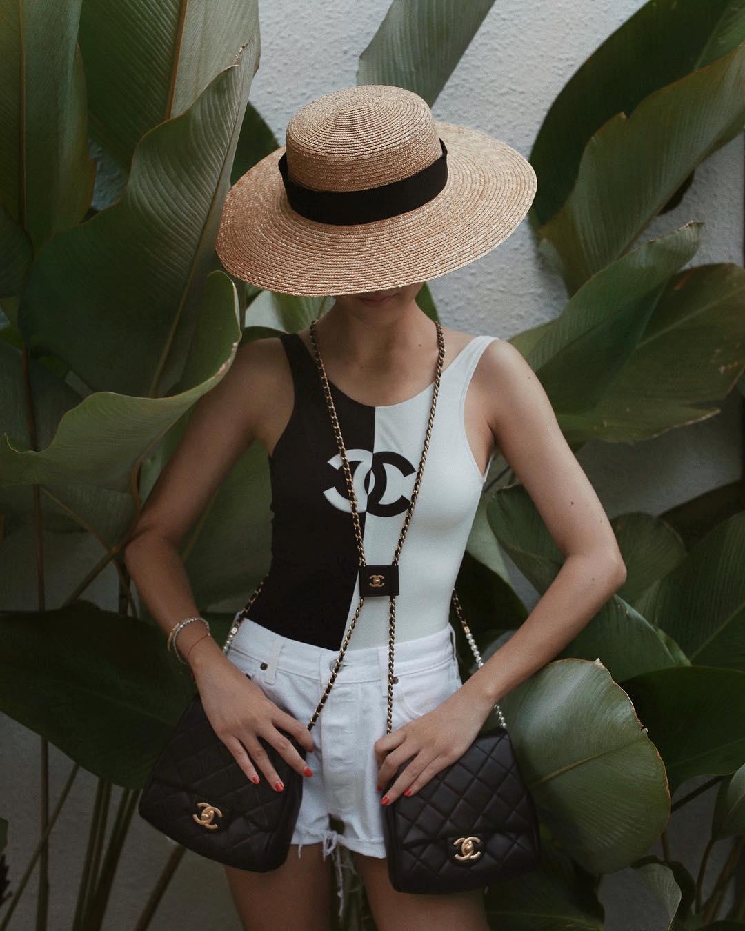 Yoyo Cao mặc bodysuit Chanel trắng đen