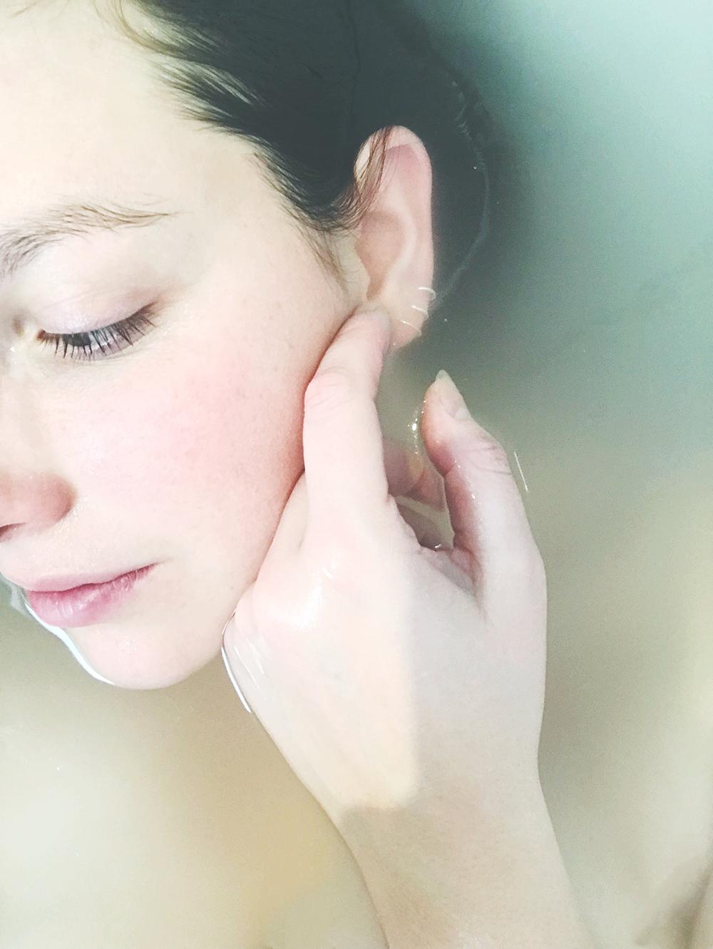 Bạn đã biết cách rửa mặt bằng nước máy an toàn cho da?