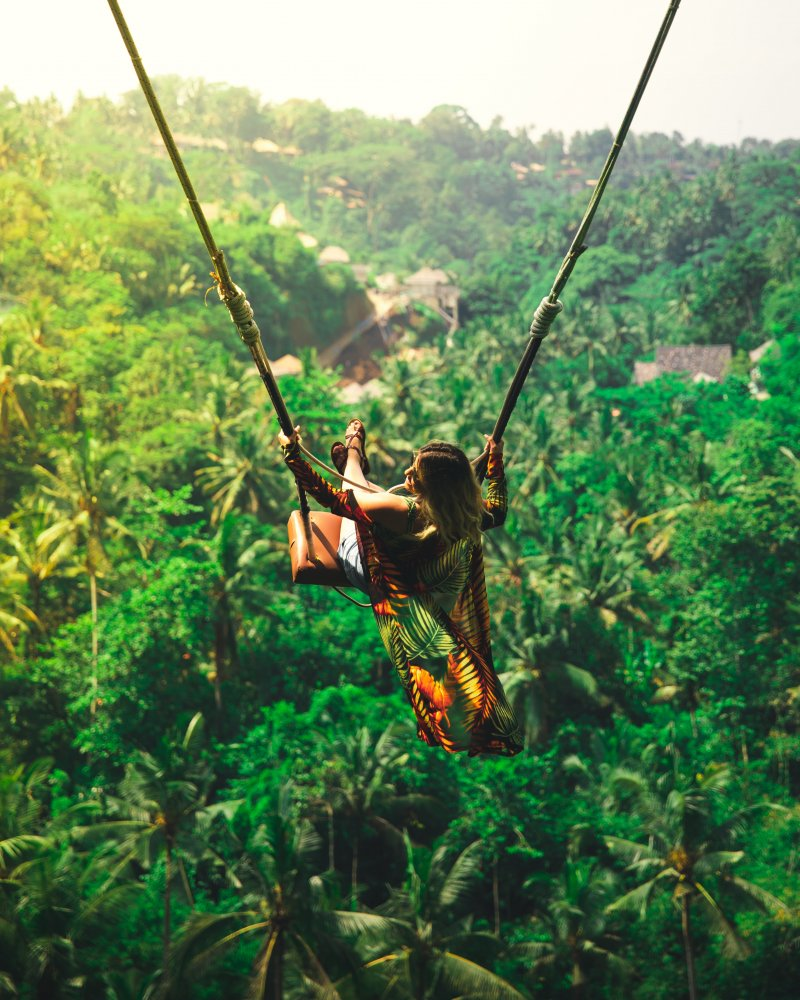 Bali châu Á - cô gái ngồi xích đu