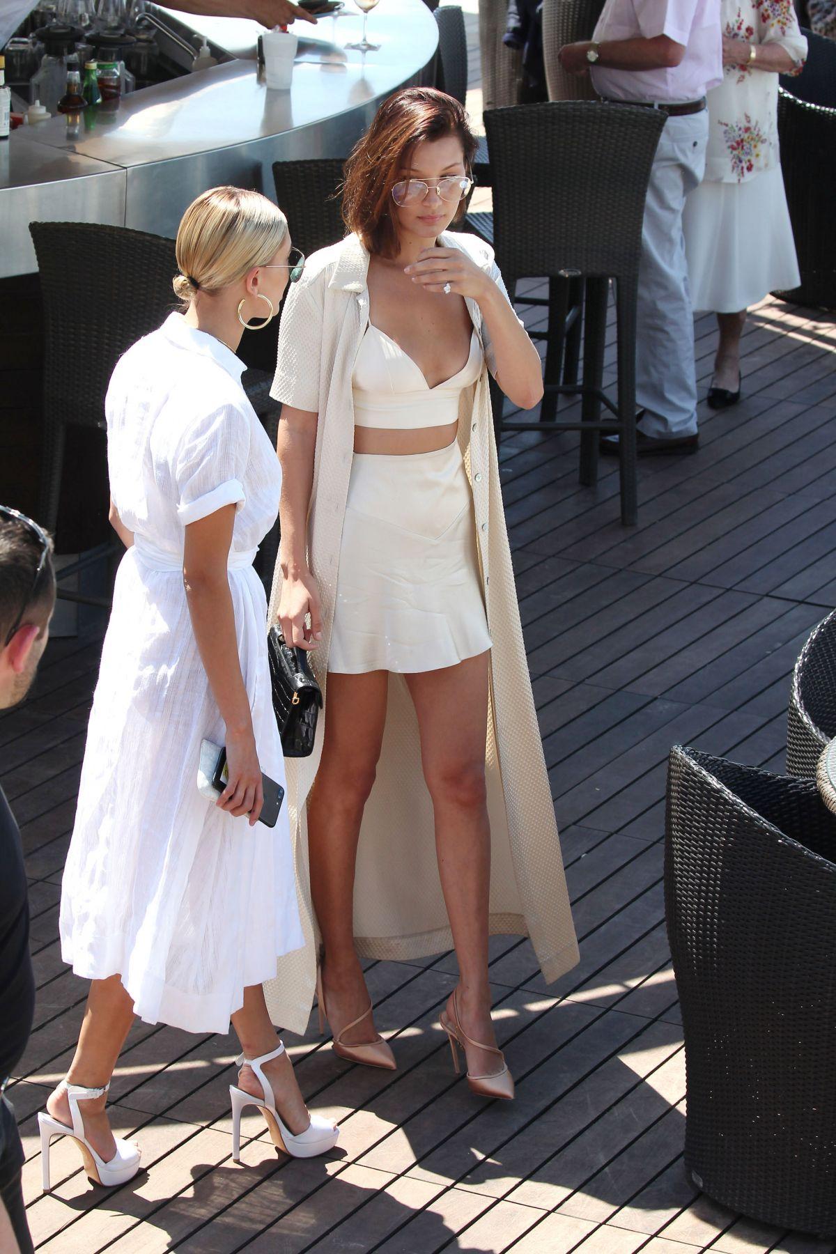 Mặc đẹp như Bella Hadid và Hailey Bieber với trang phục trắng