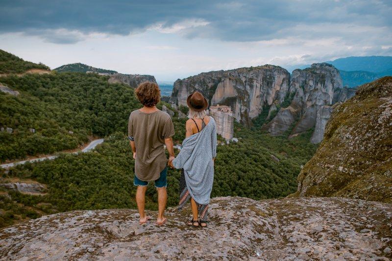 cung hoàng đạo - cặp đôi đứng trên núi
