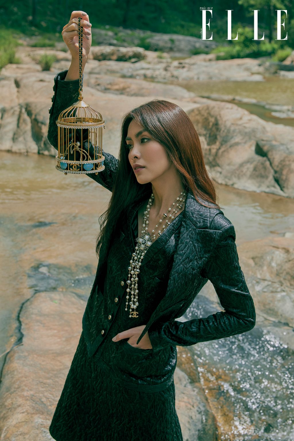 Tăng Thanh Hà mặc trang phục Chanel