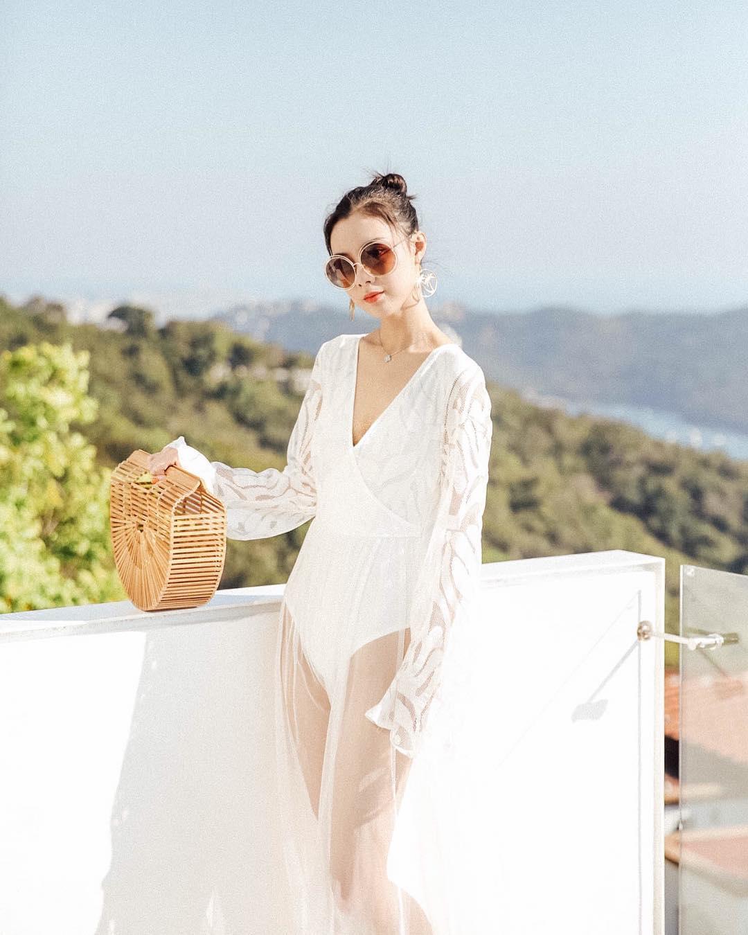 Thời trang cung cự giải - Đầm voan xuyên thấu đi biển màu trắng