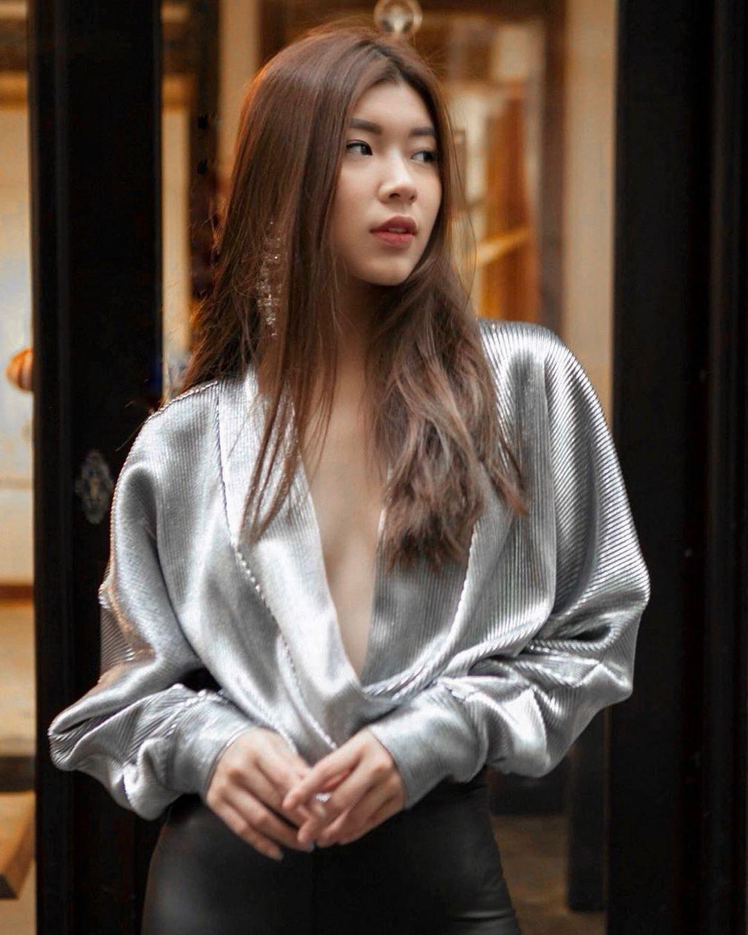 Thời trang cung cự giải - đồng ánh quỳnh mặc áo sơ mi bạc