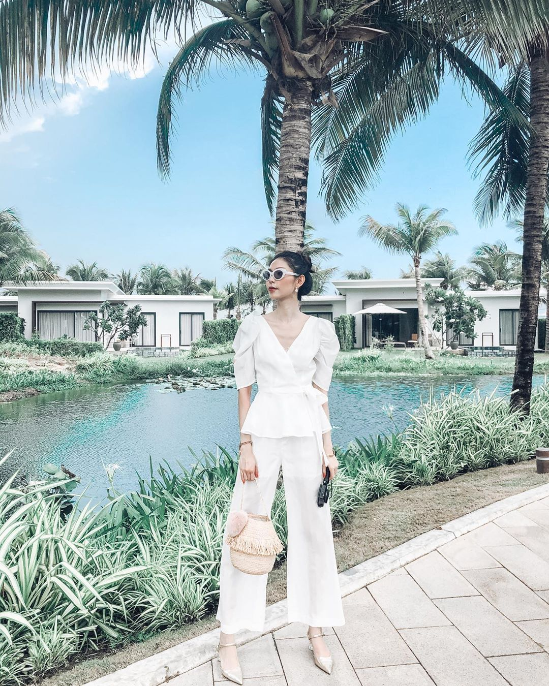 Thời trang cung cự giải - Thùy Dương mặc trang phục trắng