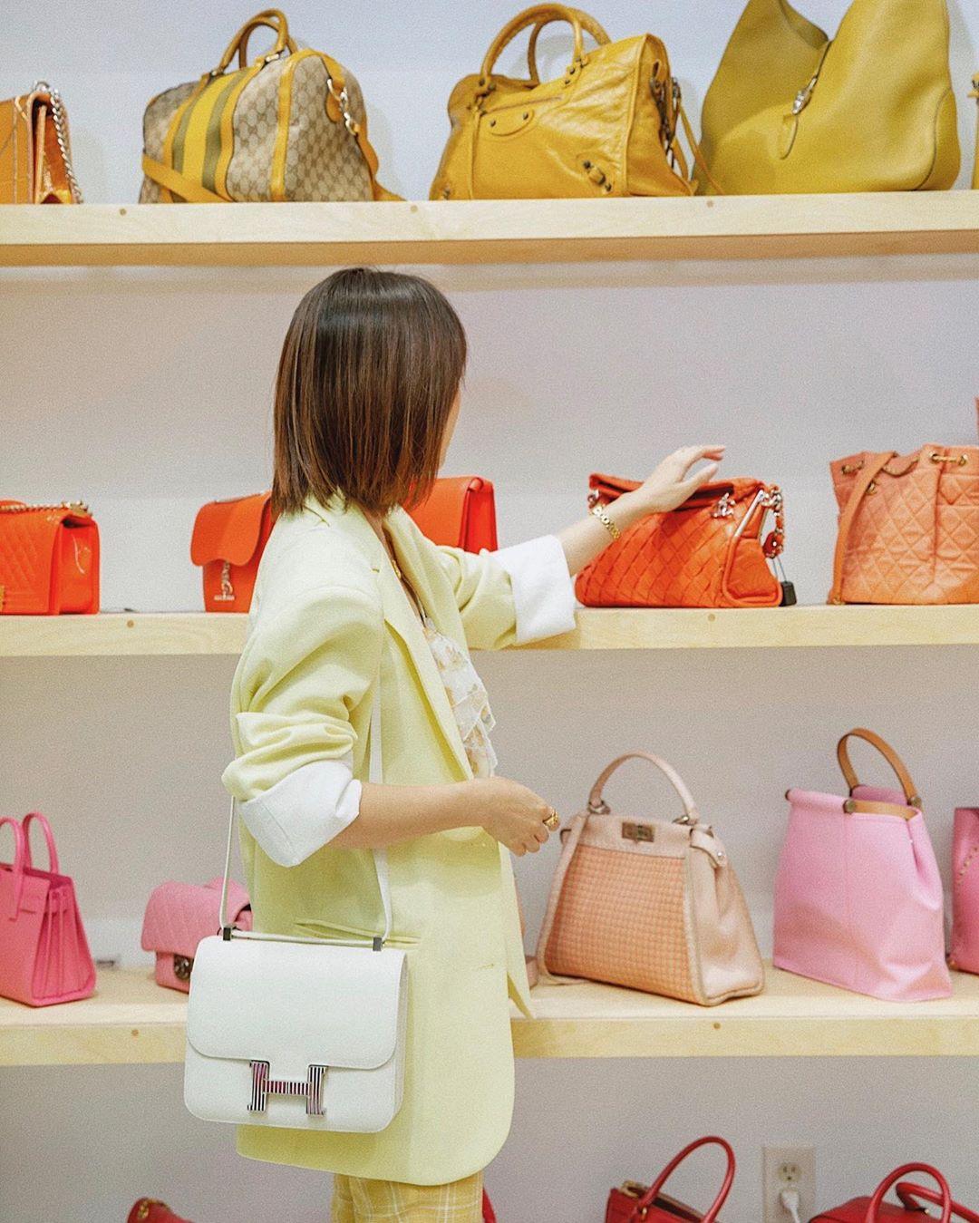 Thời trang cung cự giải - túi xách màu sắc