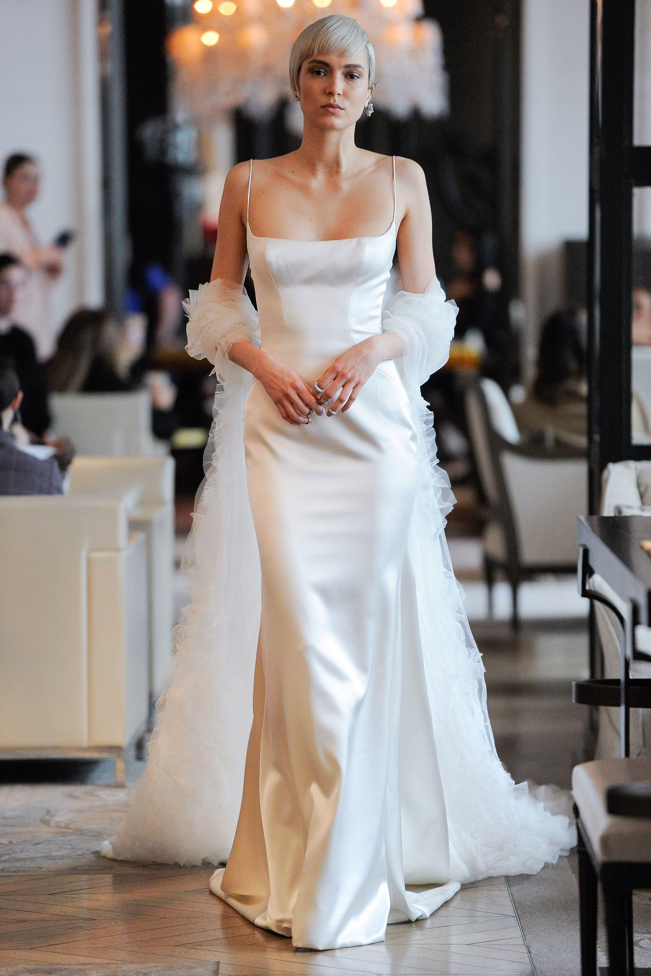 Váy cưới Ines Di Santo lụa hai dây màu trắng