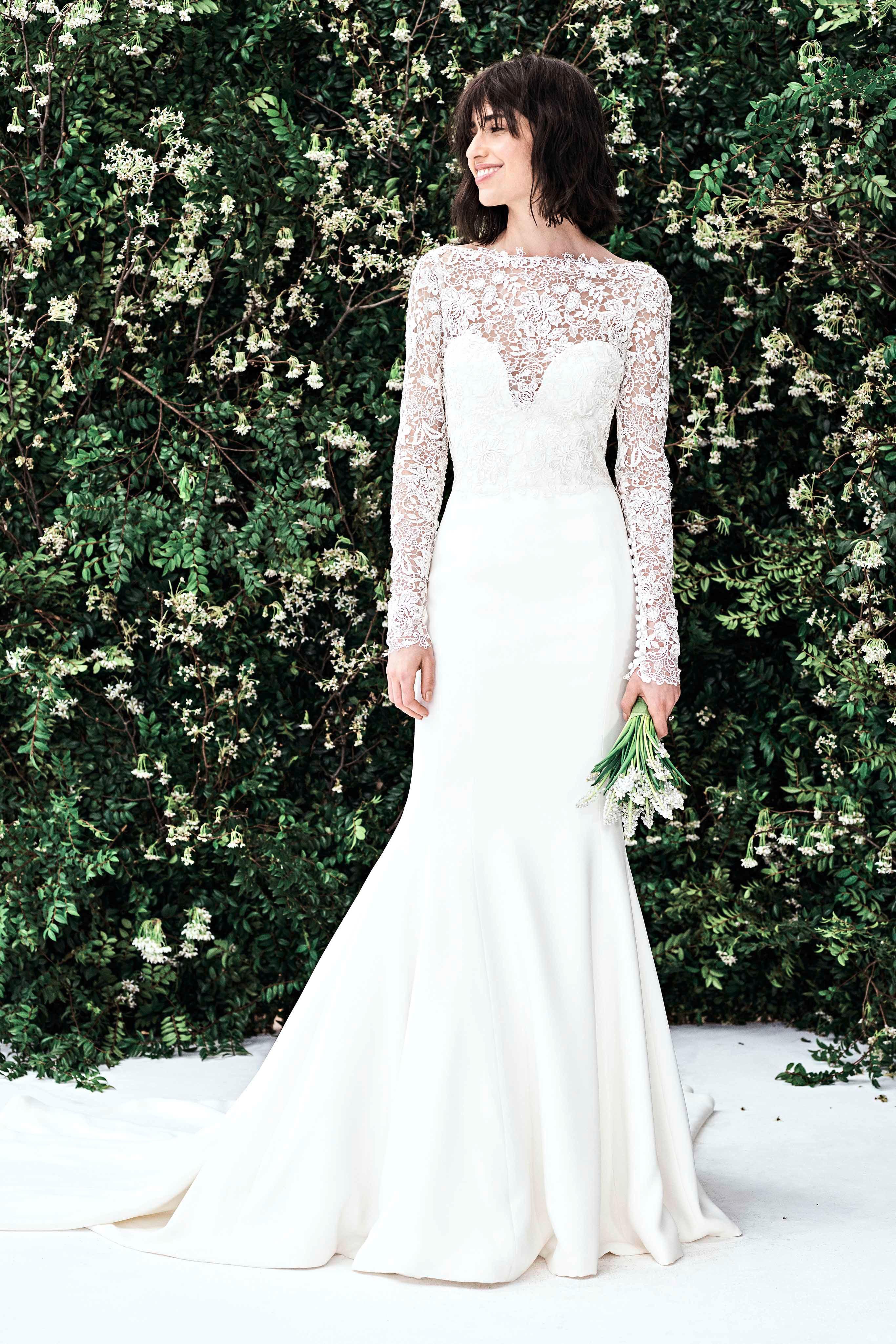 Váy cưới Carolina Herrera đuôi cá tay dài màu trắng