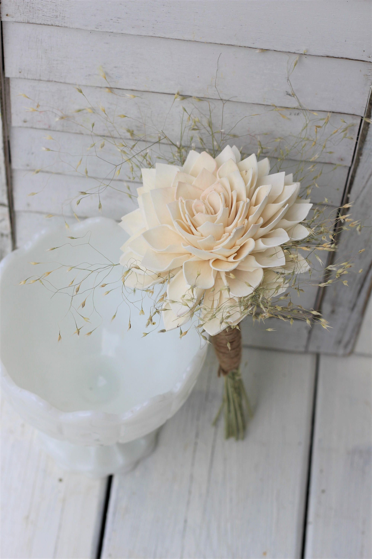 bó hoa cưới một đóa glamelia làm từ hoa thược dược trắng
