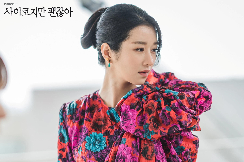 Seo Ye Ji mặc đầm in hoa trong phim Điên Thì Có Sao