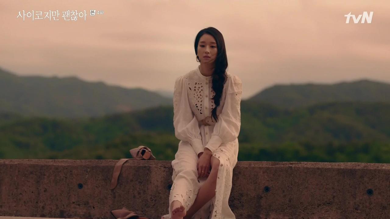 Seo Ye Ji mặc đầm trắng tay phồng trong phim điên thì có sao