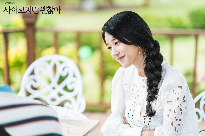 Seo Ye Ji đeo hoa tai hình vòng trong phim điên thì có sao
