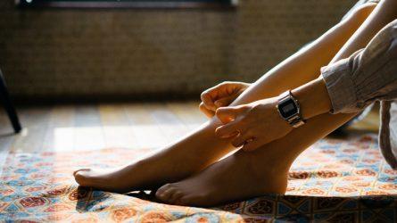 Da chân khô ráp: do thời tiết hay bệnh da vảy cá?