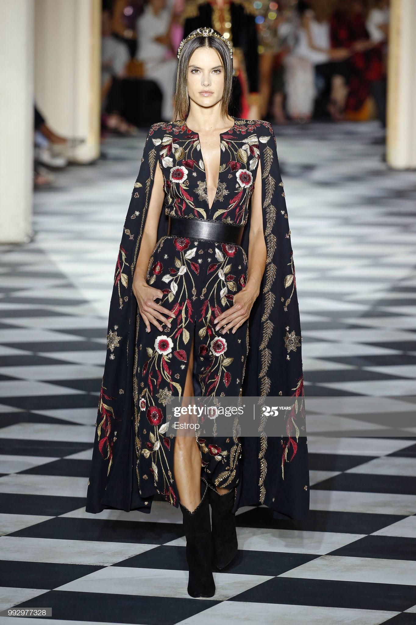 cựu thiên thần Victoria's Secret Alessandra Ambrosio tại show Zuhair Murad Haute Couture tại PFW 1819
