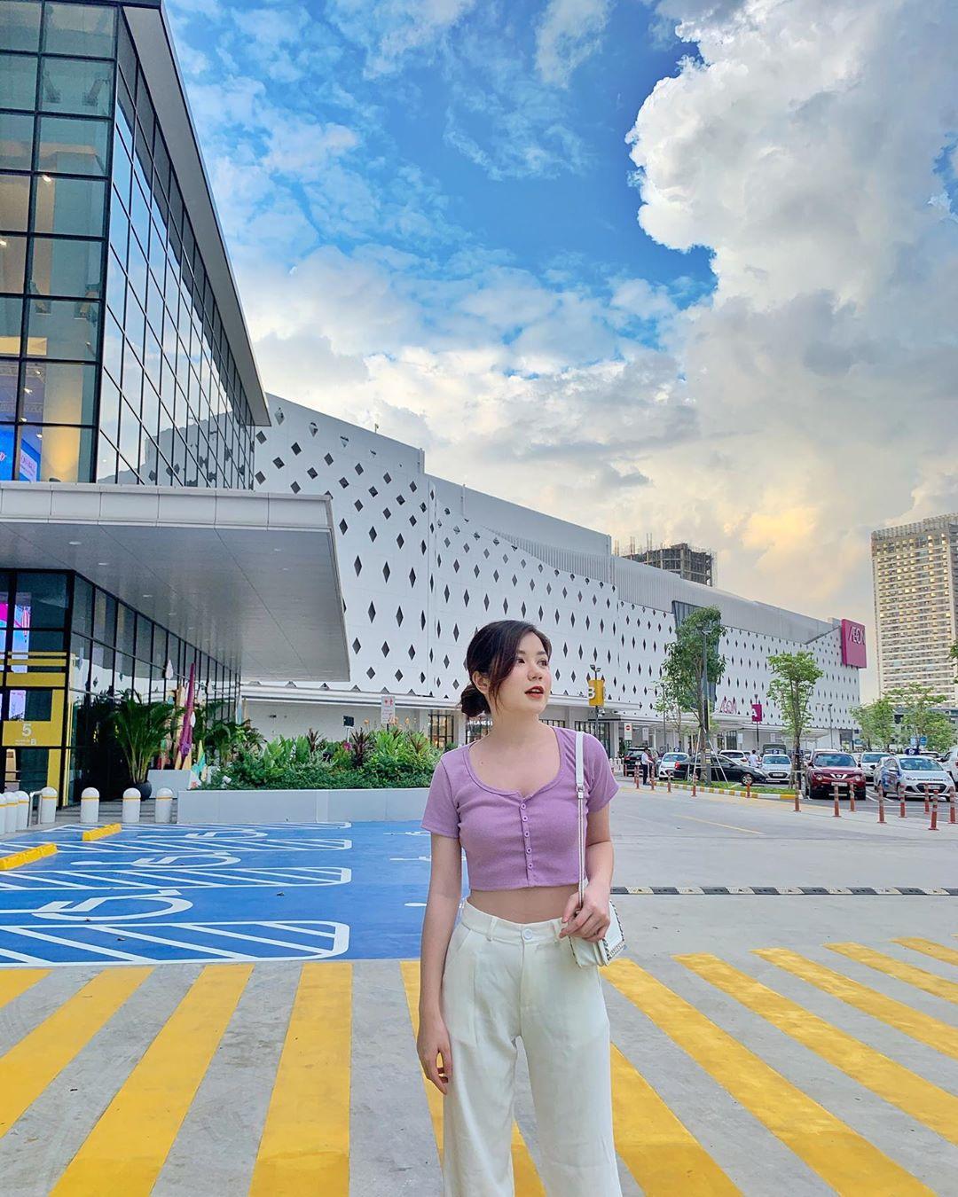 Hoài An (An Japan) mặc áo cardigan lửng thun trơn màu tím lilac