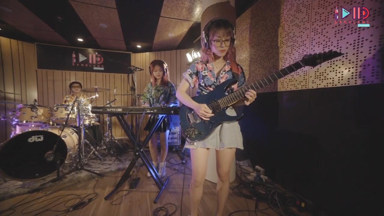 bandland ban nhạc cô gái đứng