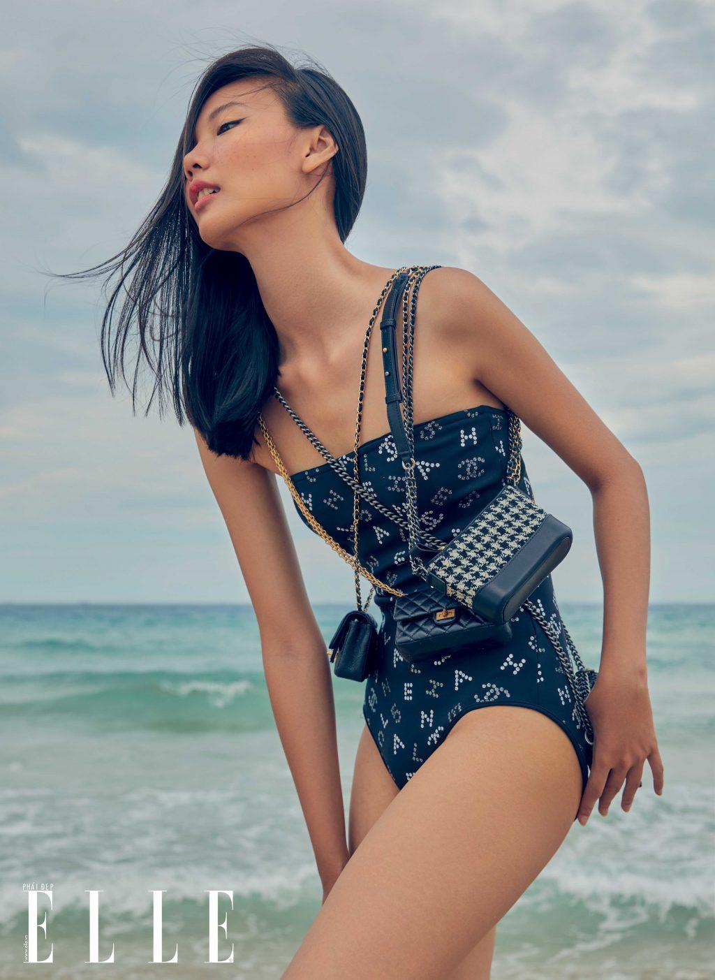 bộ ảnh thời trang mùa Hè người mẫu mặc đồ bơi và mang túi Chanel