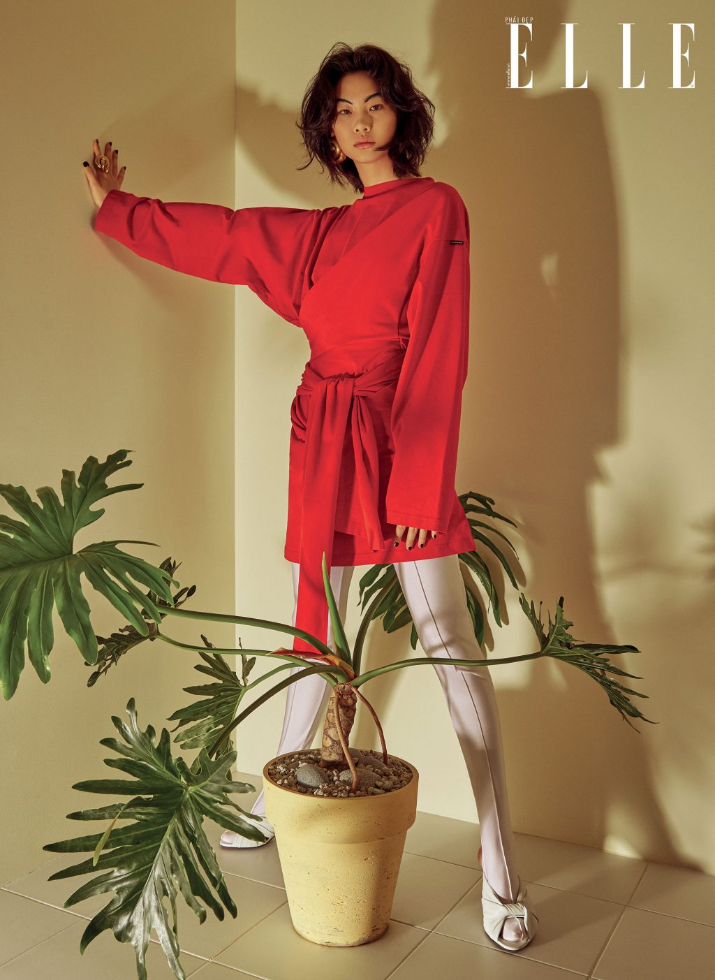 bộ ảnh người mẫu mặc đầm đỏ