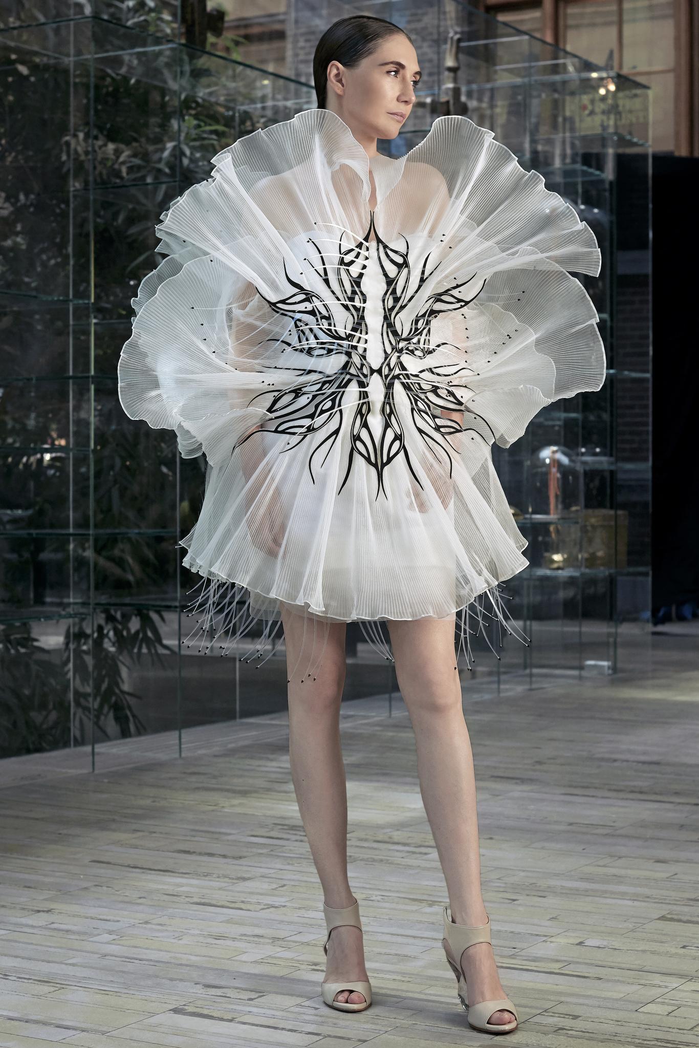 bst iris van herpen haute couture paris thu - đông 2020 1