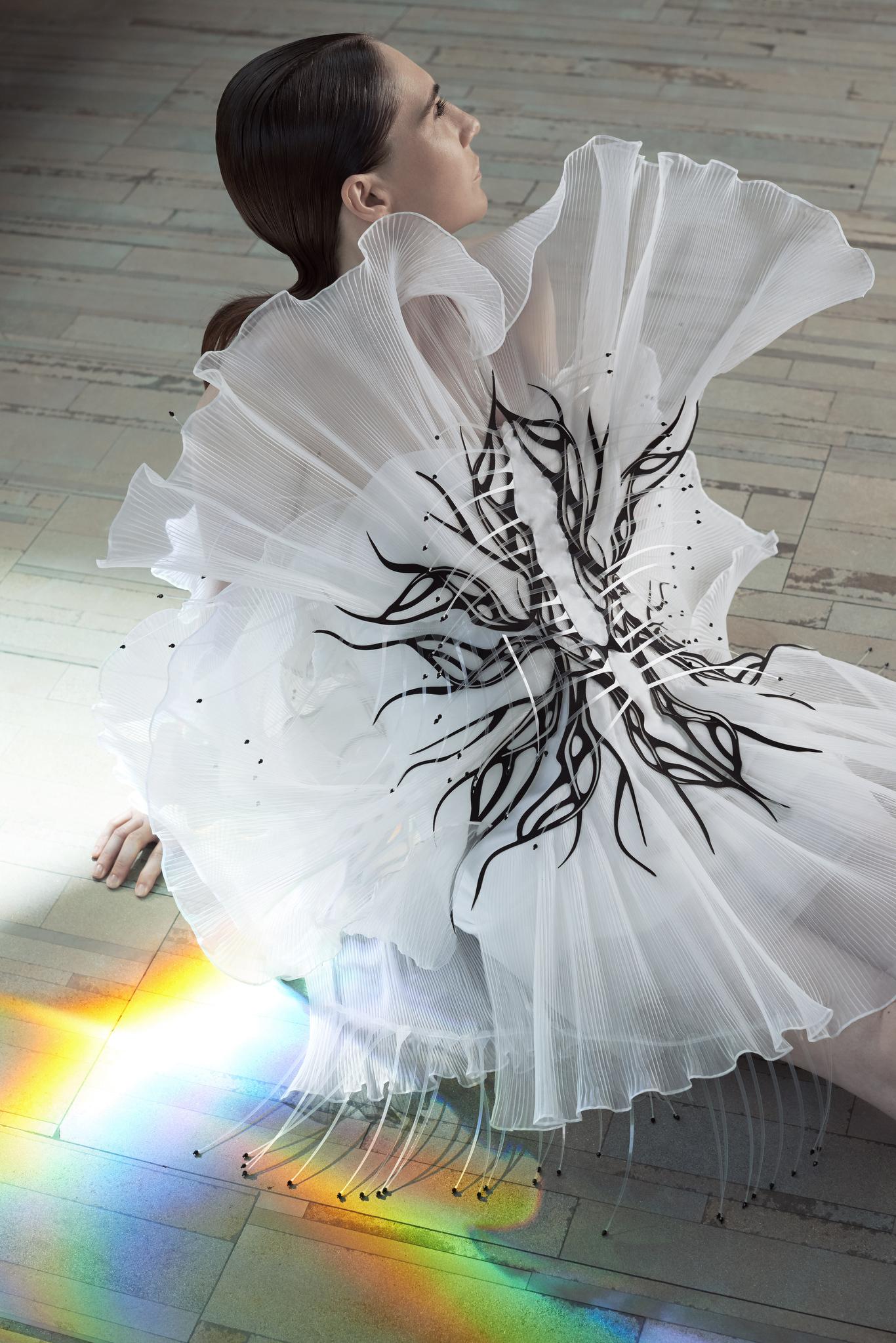 bst iris van herpen haute couture paris thu - đông 2020 3