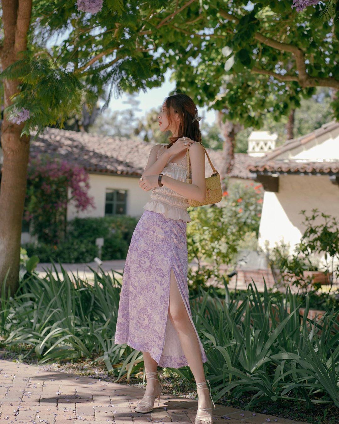 iris mang giày sandal nữ mũi vuông mặc áo hai dây xanh lá