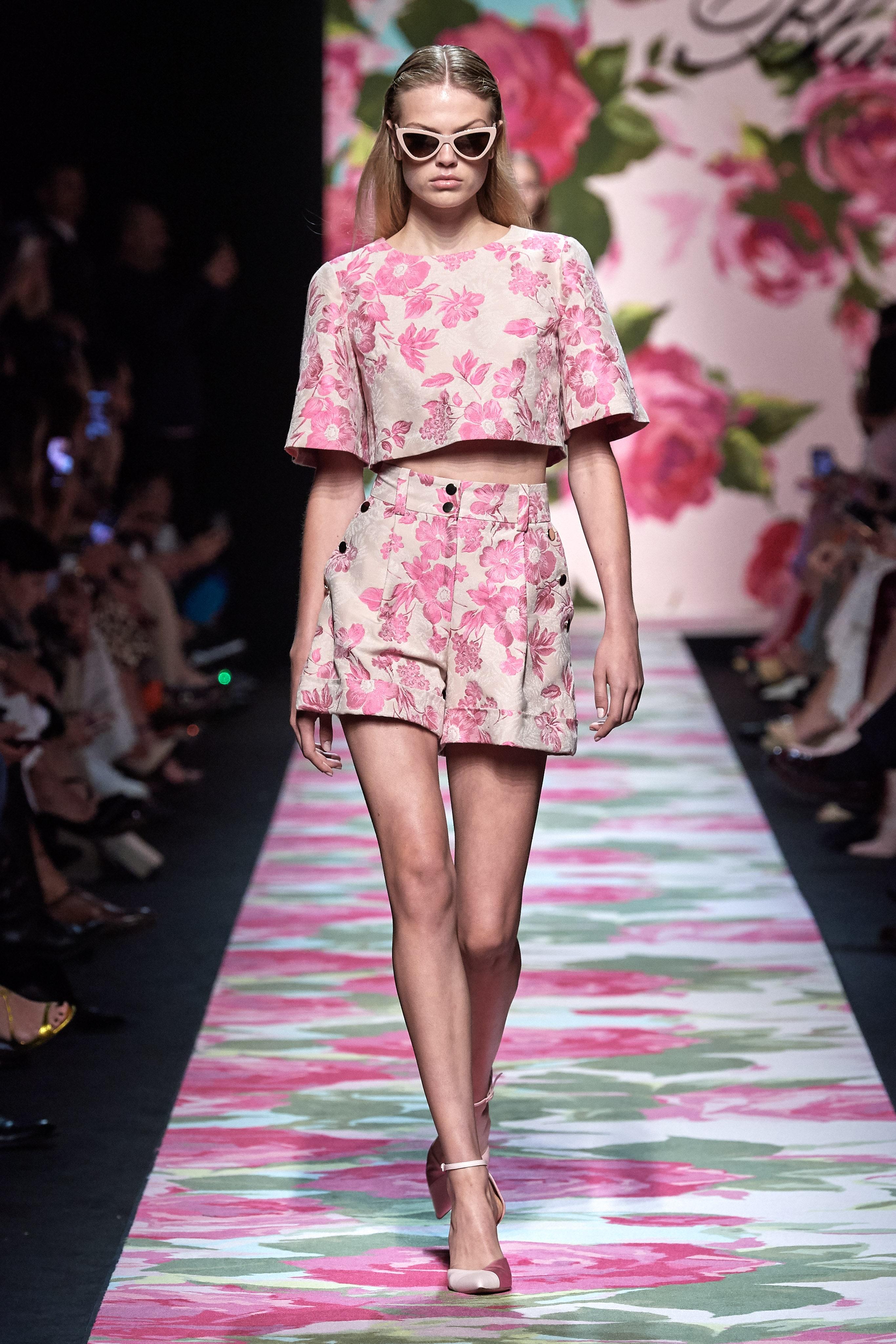 Quần hoa ngắn màu hồng - BST Blumarine Xuân - Hè 2020