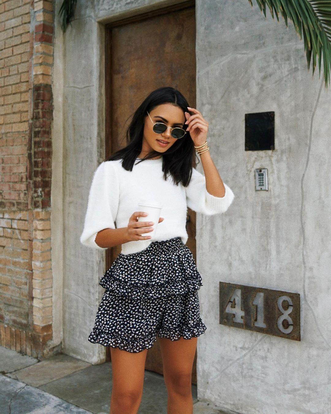 Quần hoa ngắn giả váy trắng đen