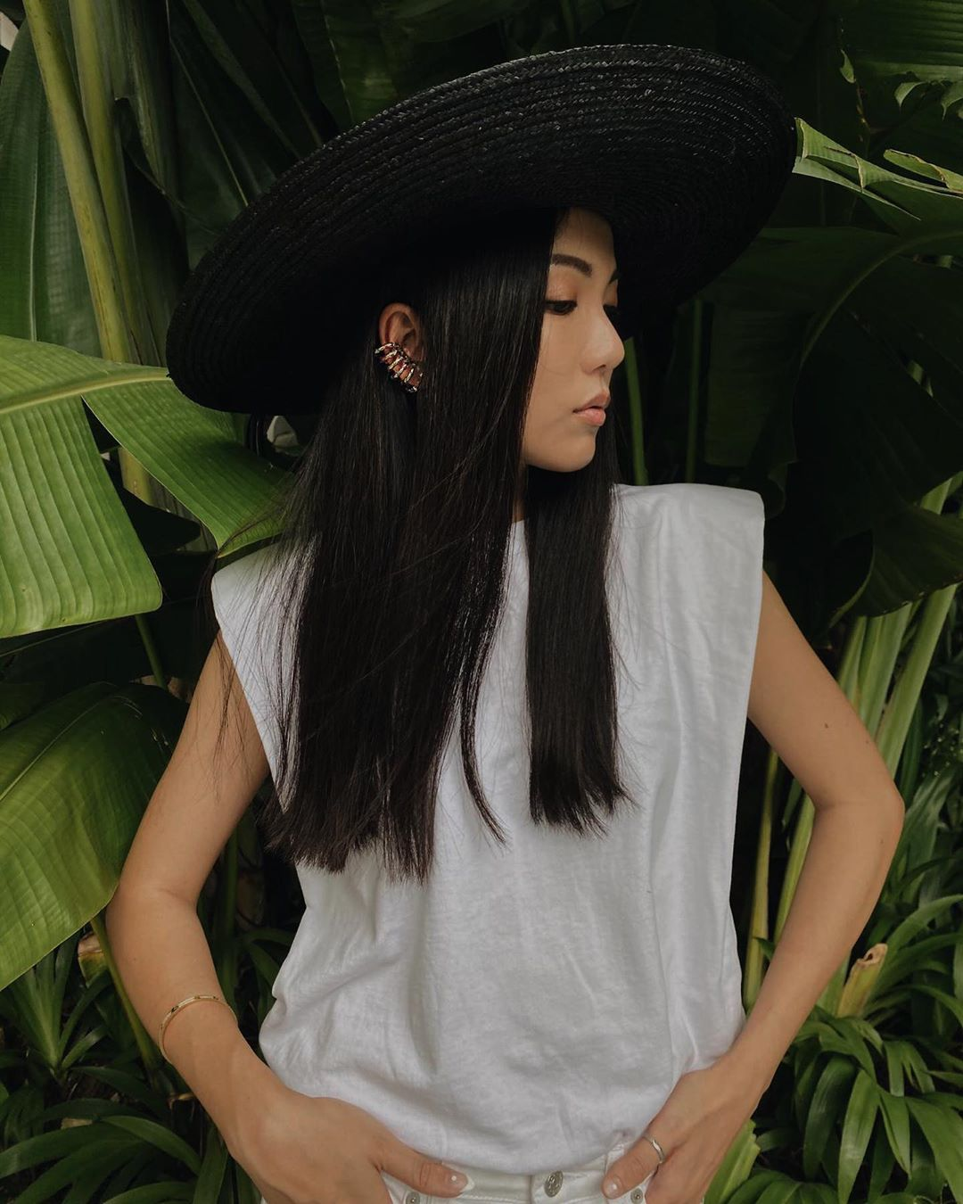Yoyo Cao - Áo thun độn vai màu trắng