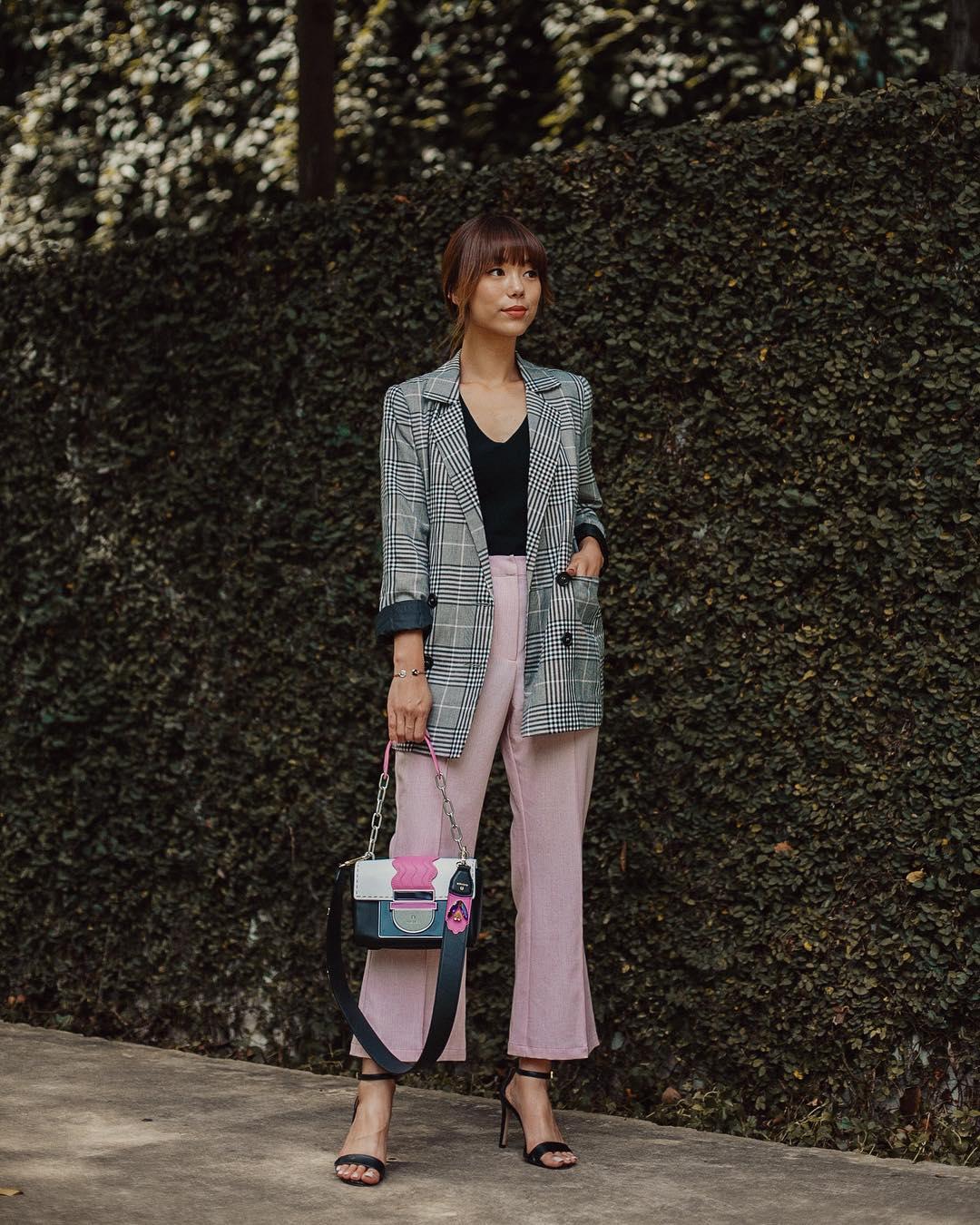 Dress code semi formal - quần âu màu pastel và blazer kẻ ô