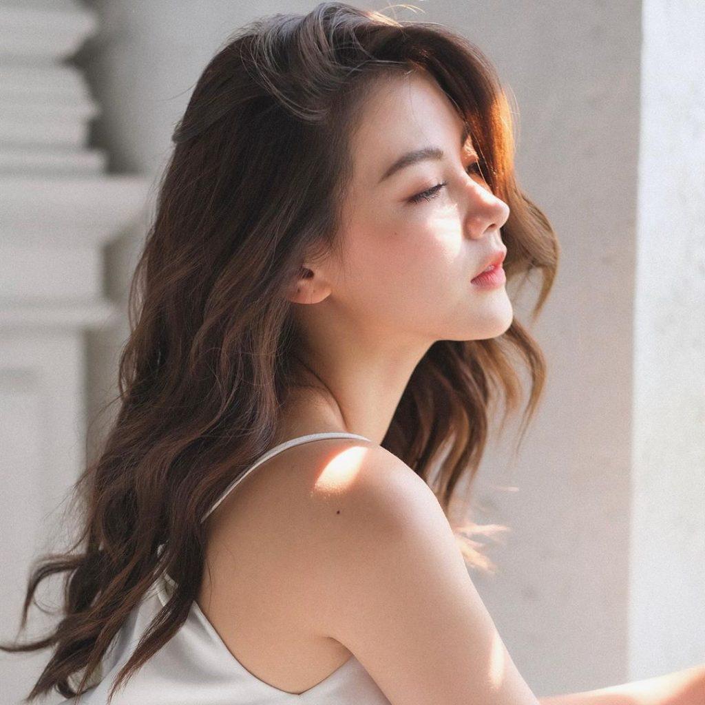 màu tóc nâu của Baifern Pimchanok
