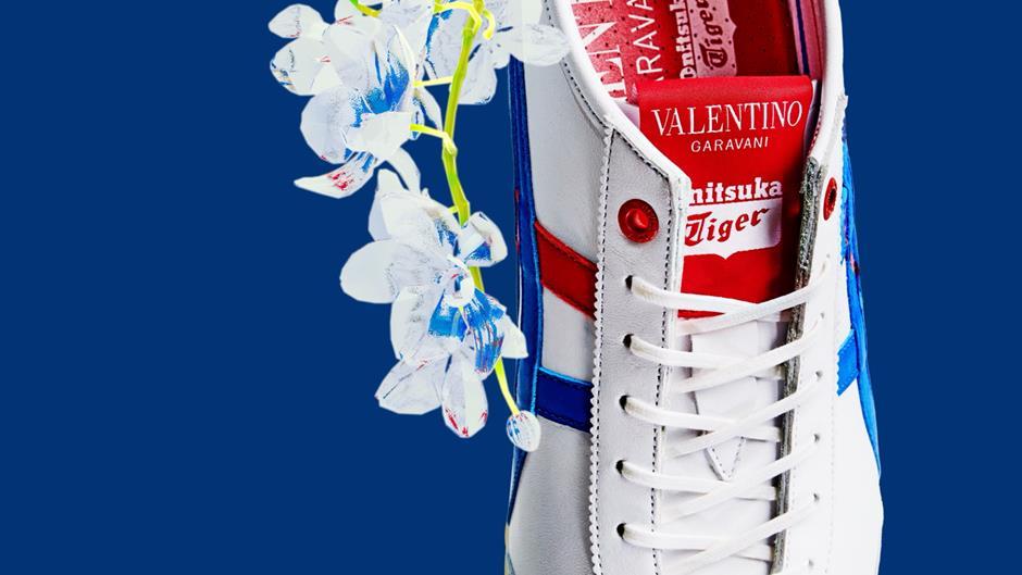 Giày thể thao Onitsuka Tiger kết hợp với Valentino