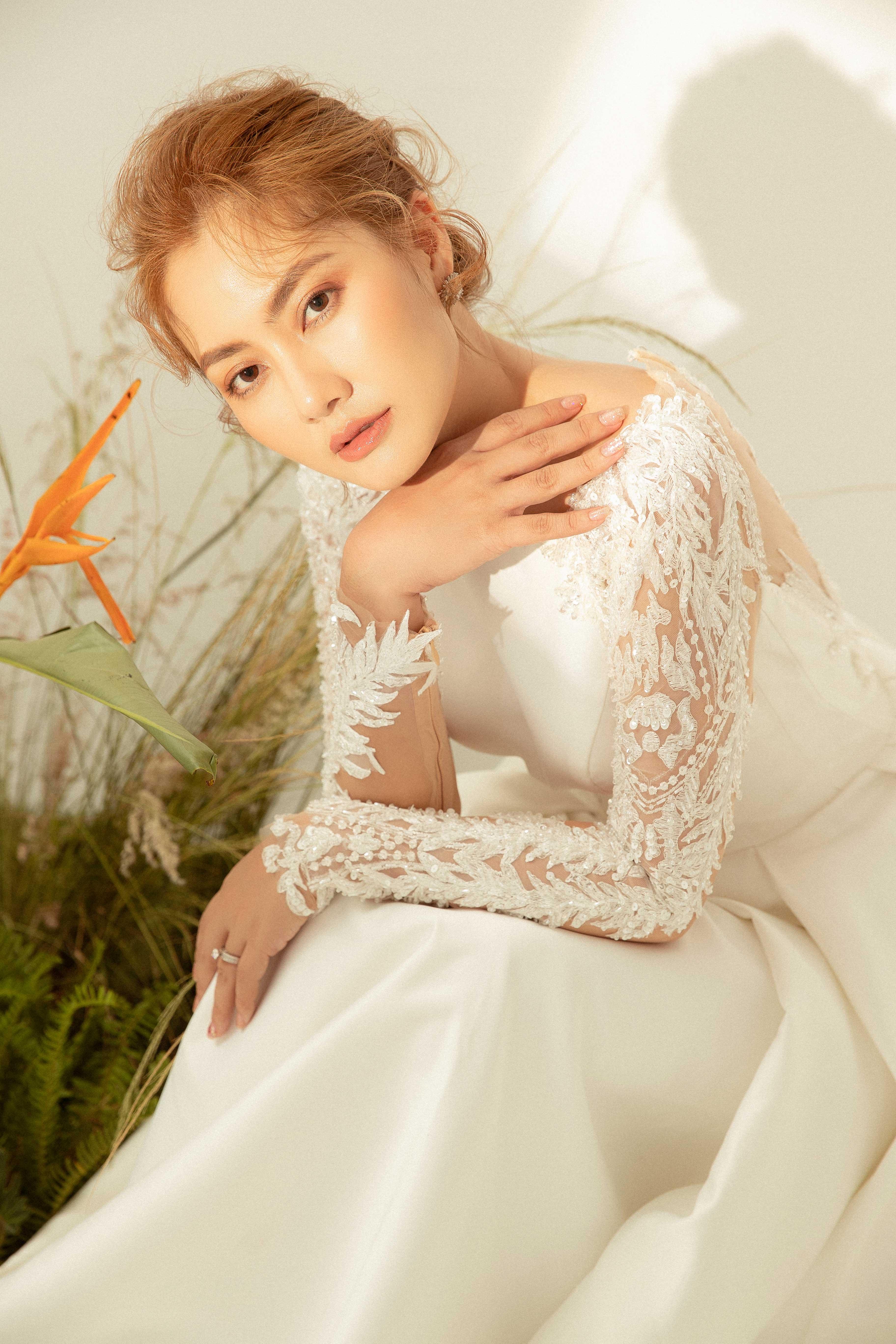 Váy cưới Elisa Bridal Couture tay dài kết cườm màu trắng