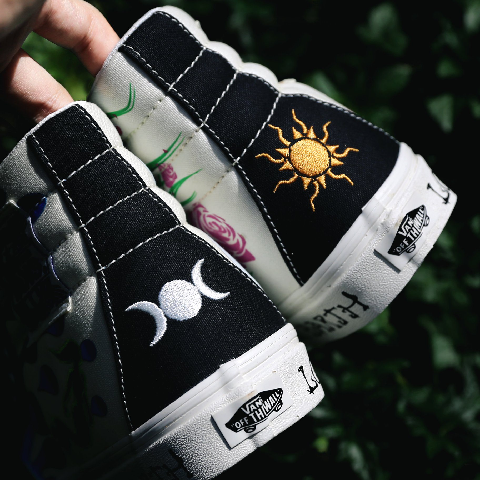 BST Vans Mother Earth - hình thêu sau gót giày