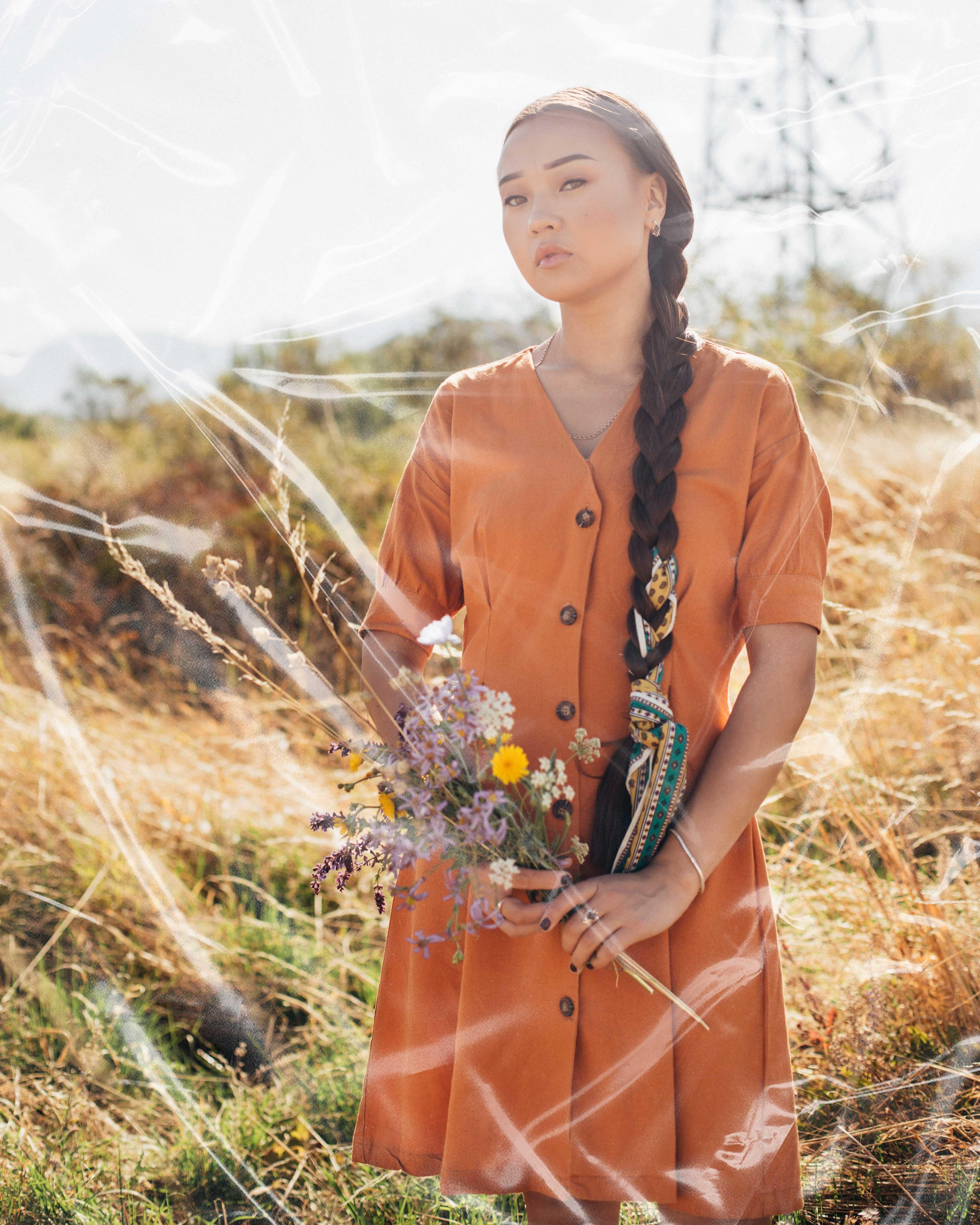 trắc nghiệm cô gái giữa cánh đồng