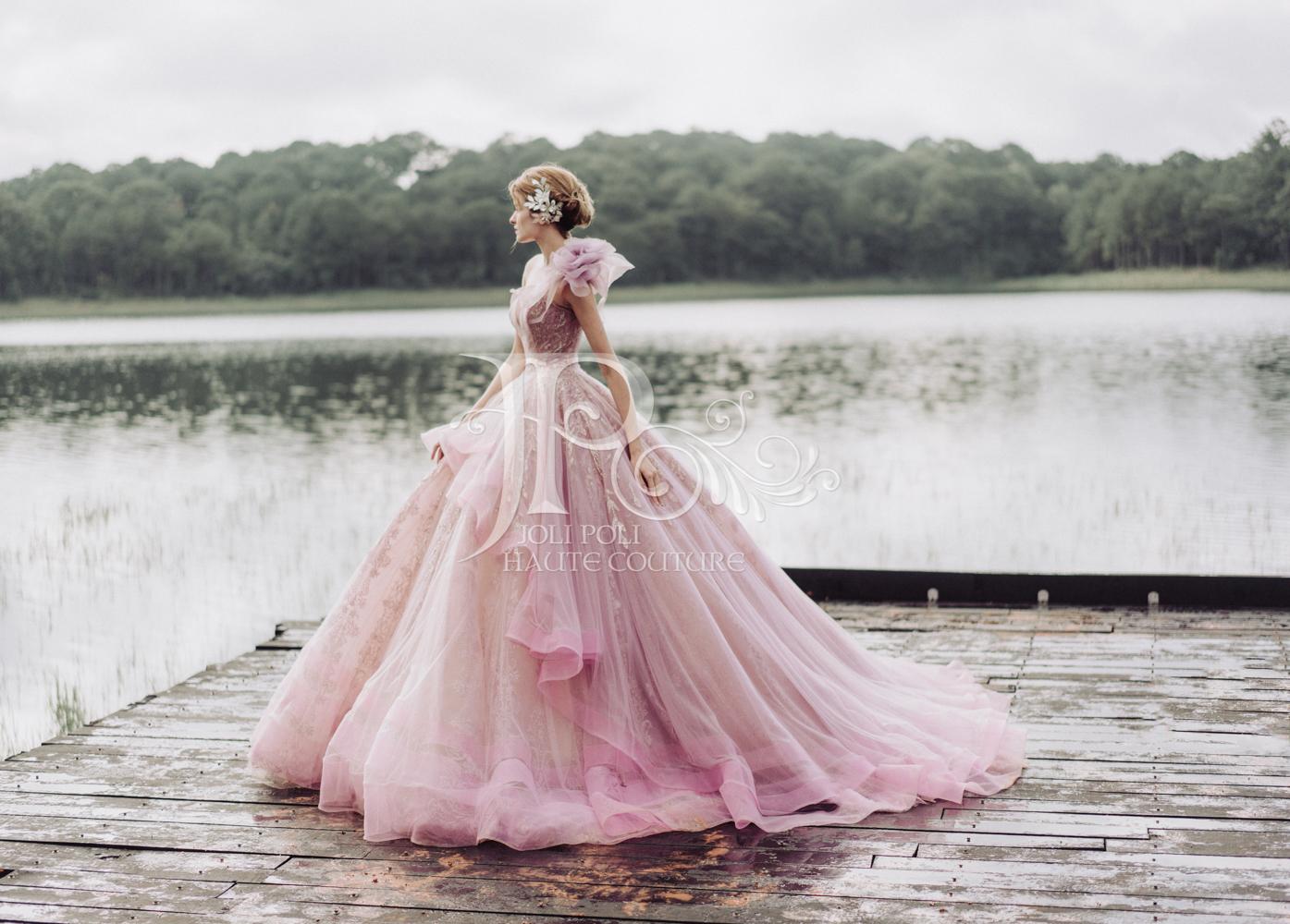 thiết kế áo cưới màu hồng của ntk phạm đặng anh thư thương hiệu cưới joli poli