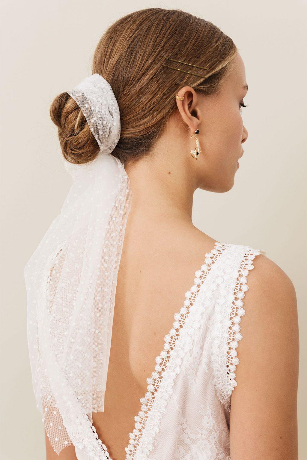 tóc búi thấp cô dâu