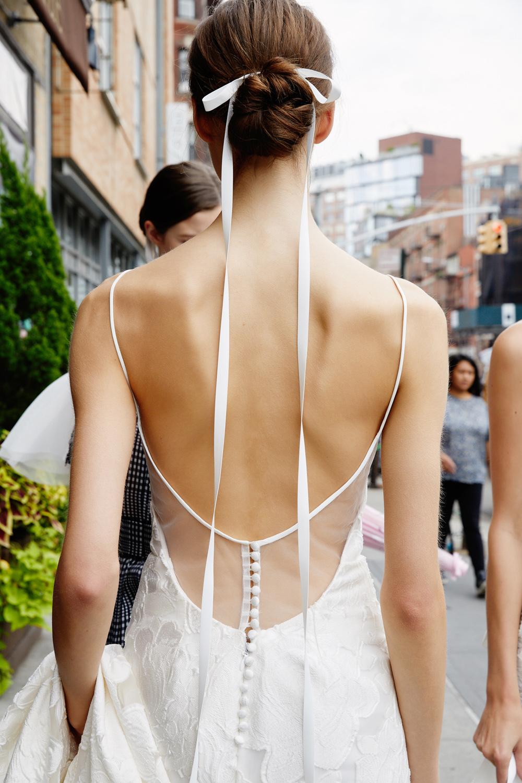 tóc búi cô dâu kết hợp cùng ruy băng