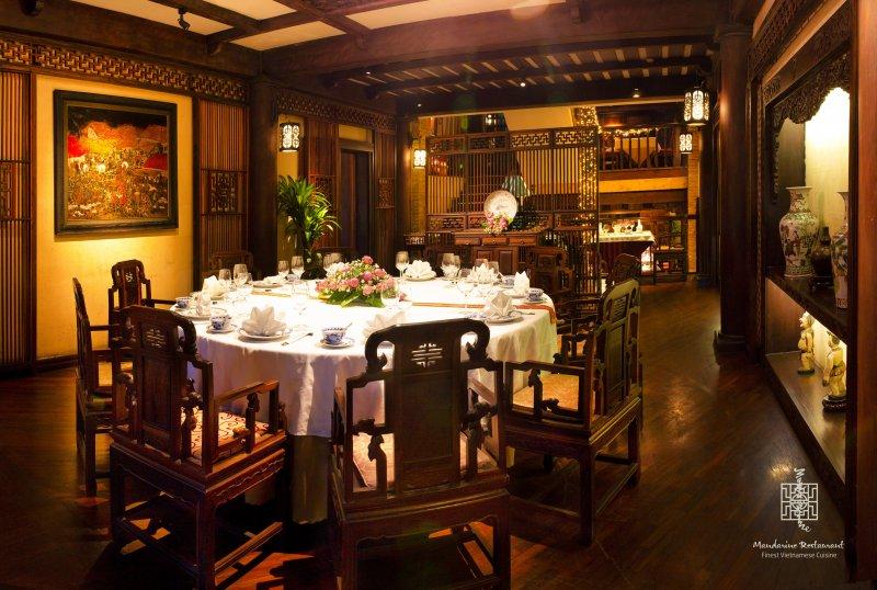 Khu vực tiệc riêng tư bàn tròn nhà Mandarine