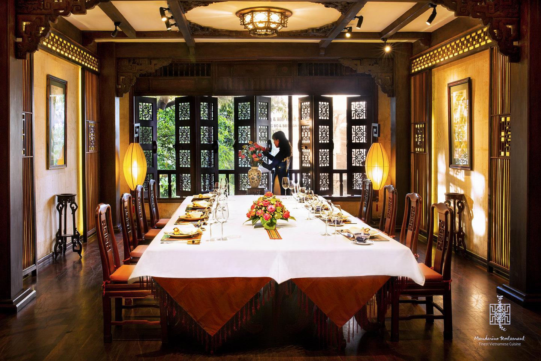 Phòng tiệc riêng tư bàn dài nhà Mandarine