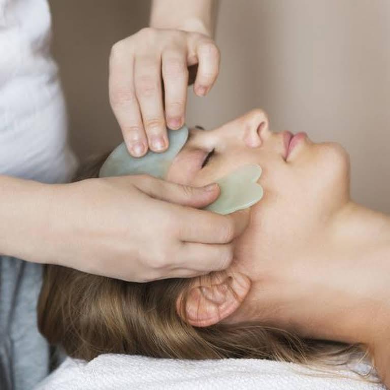 massage cho da mặt căng mịn