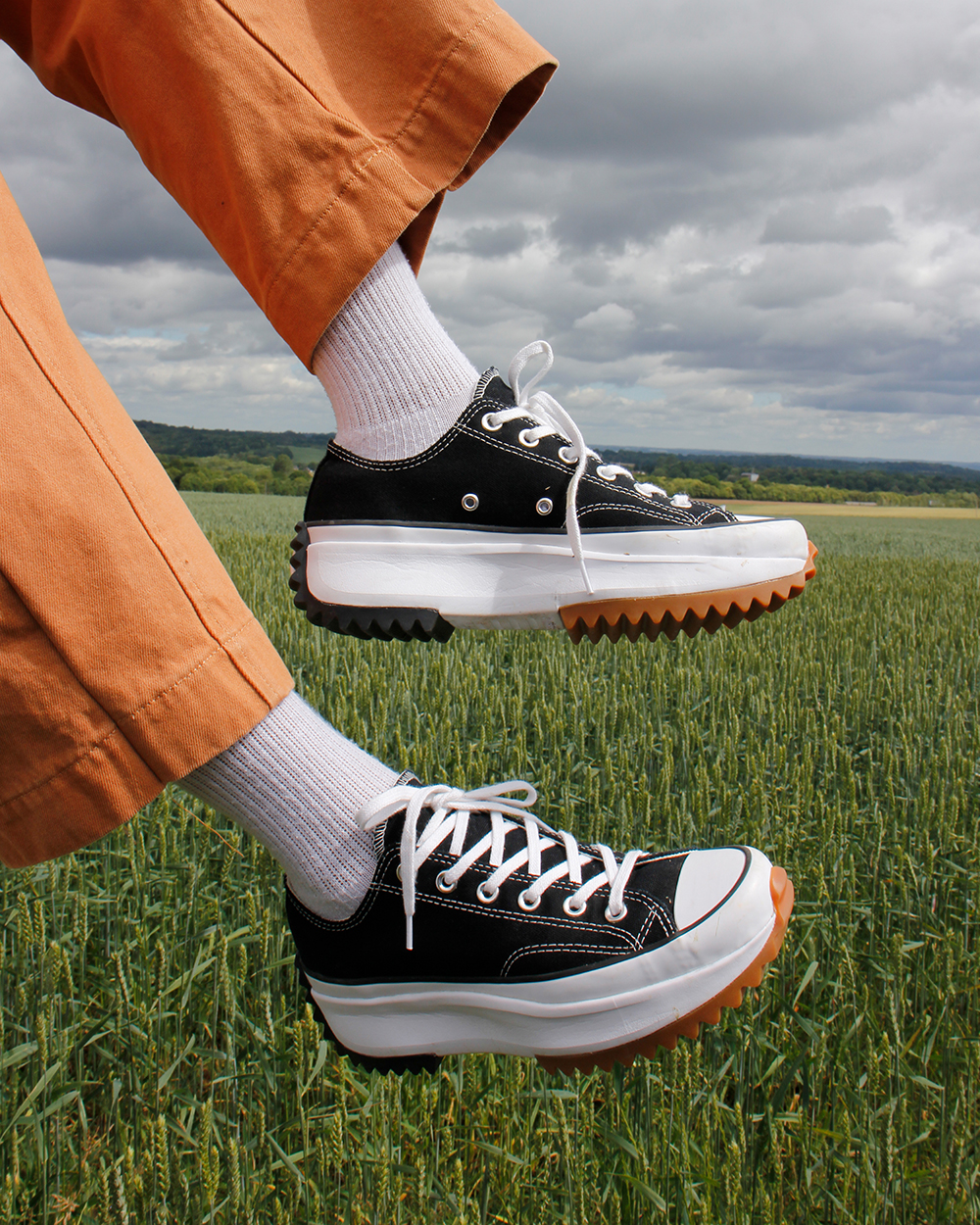 giày converse run star hike low top màu đen