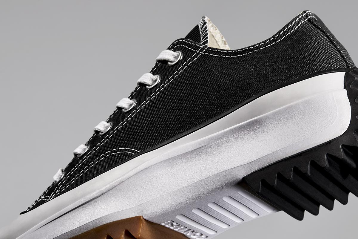 thân giày converse run star hike cổ thấp màu đen