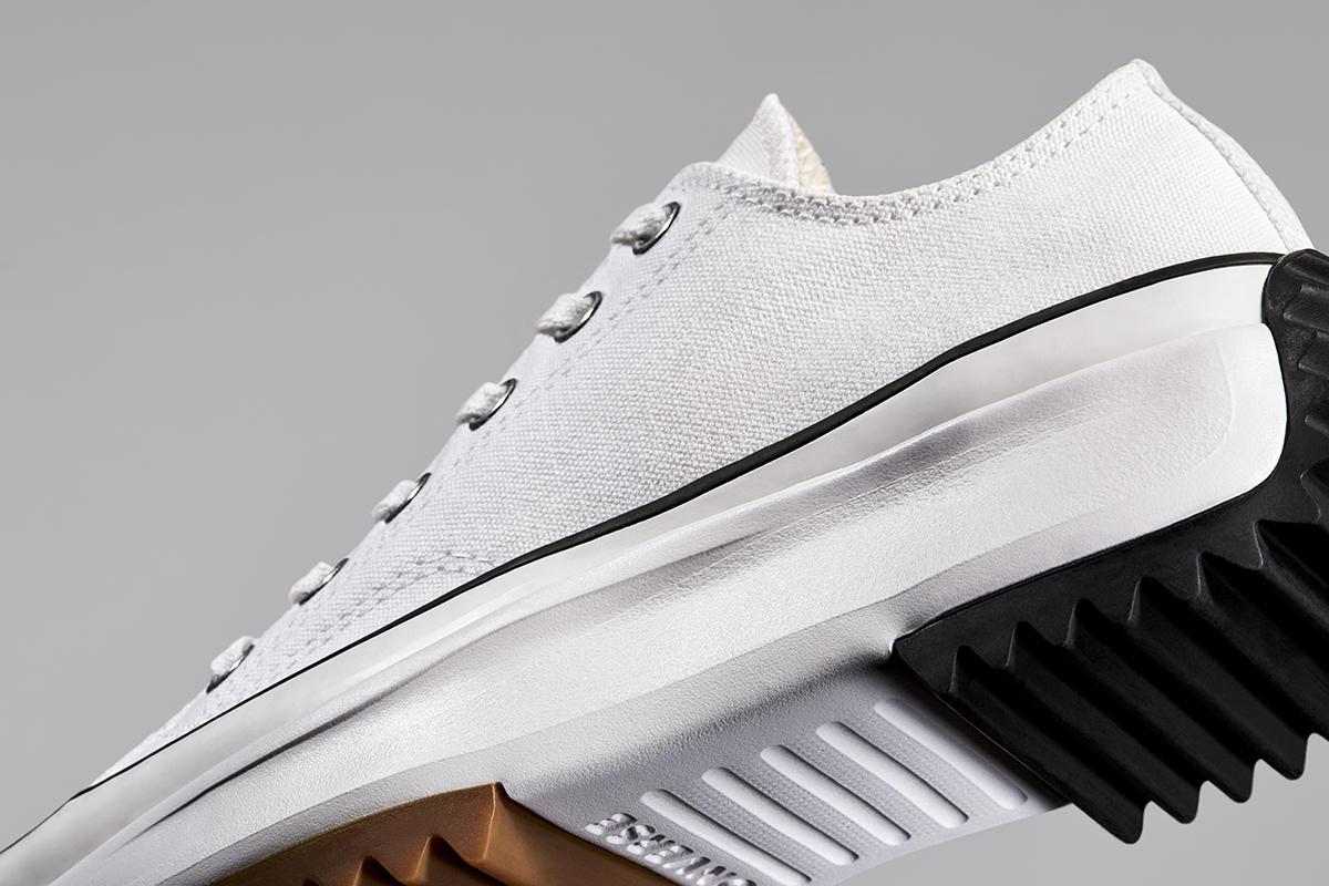thân giày converse run star hike low top màu trắng