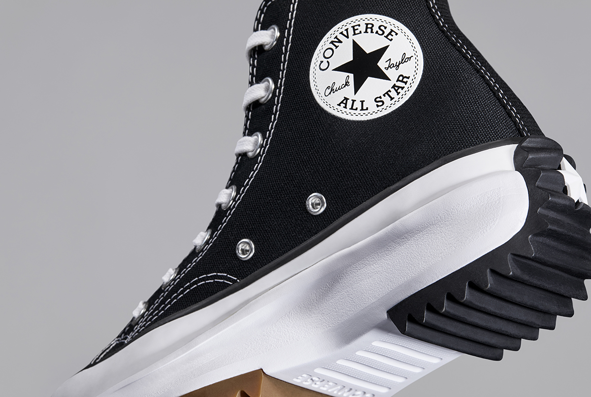 thân giày converse run star hike màu đen
