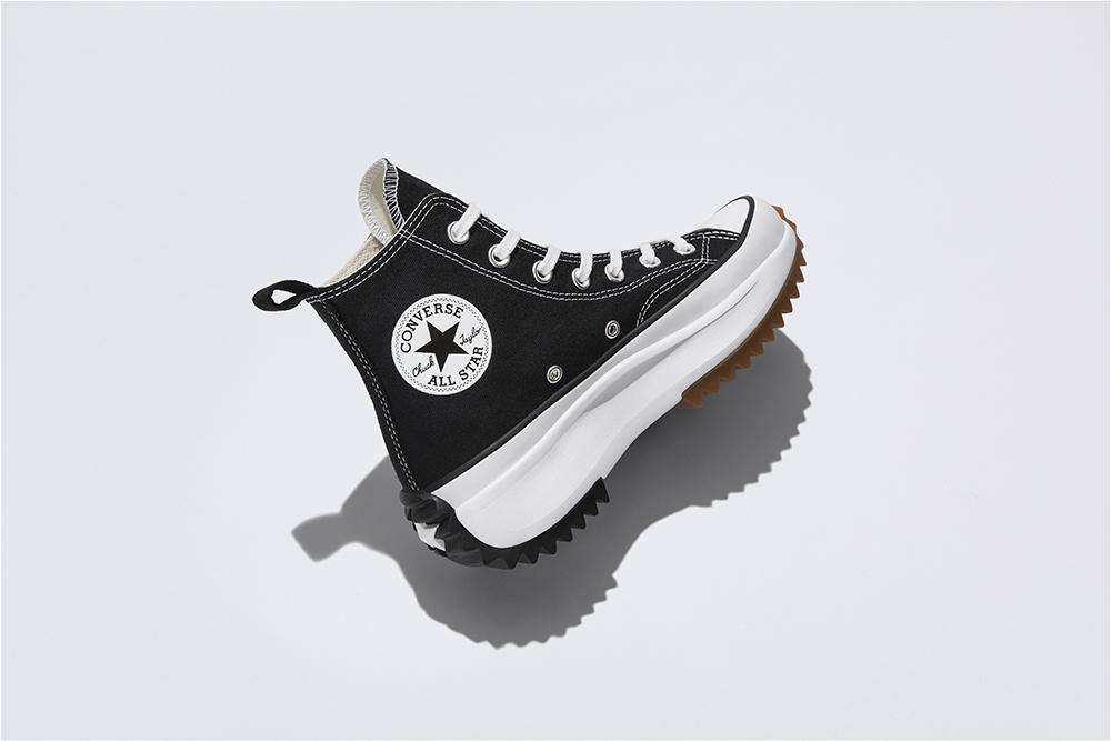 thiết kế giày converse run star hike màu đen