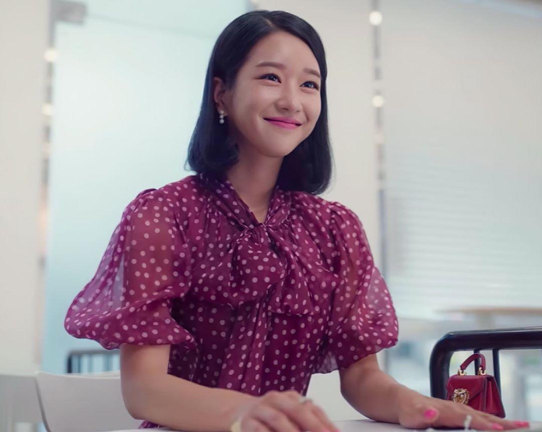 Seo Ye Ji mặc đầm voan chấm bi màu tím trong Điên Thì Có Sao
