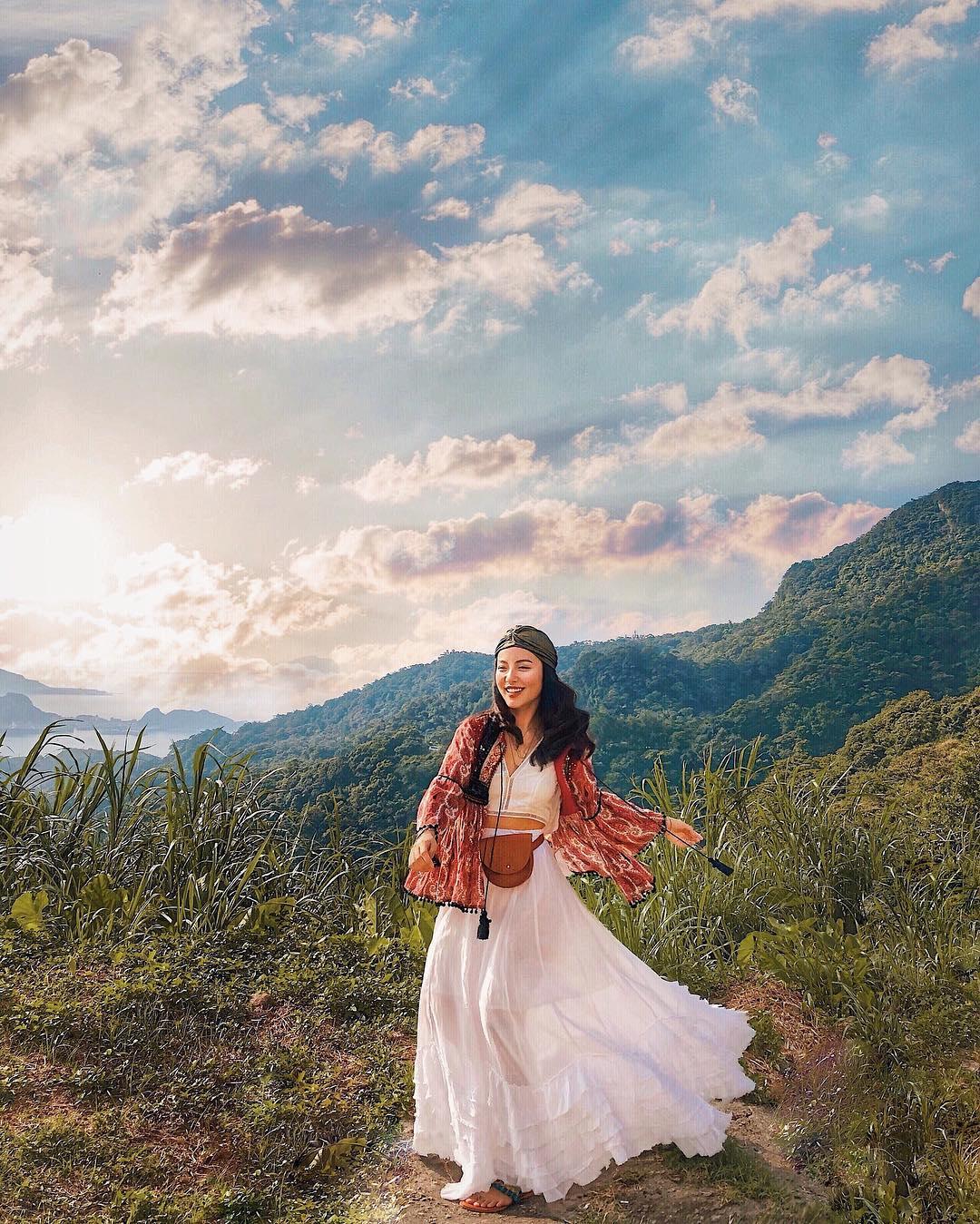 lê hà trúc mặc váy ren trắng theo phong cách boho chic